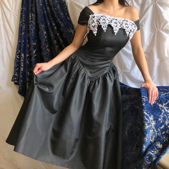 Jordan Dresses & Skirts - 1960s French maid gown